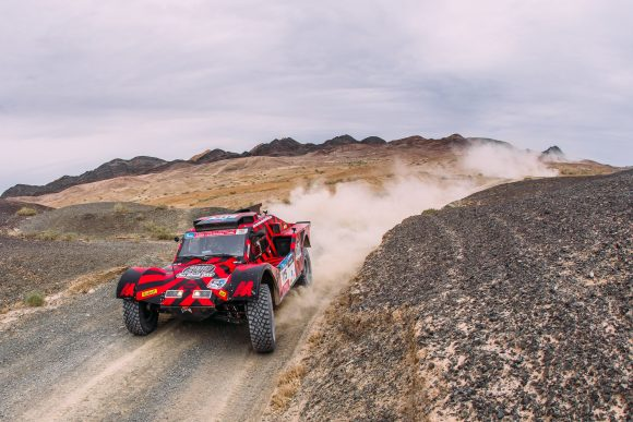 THE 2WD BUGGY FINISHES THE HARDEST STAGE ON THE 6TH PLACE