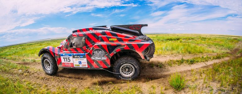 Retrouvez le film complet de la course du buggy 2WD au Silk Way Rally 2017
